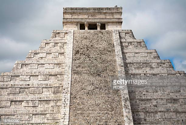 the castle (temple of kukulkan) - kukulkan pyramid stock photos and pictures