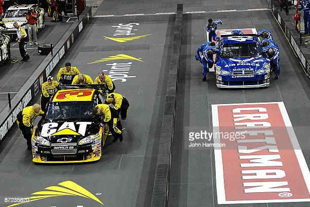 The Caterpillar Crew leads the Air Force Crew to the finish line in the final round of the NASCAR Sprint Pit Crew Challenge on May 14 2009 at Time...