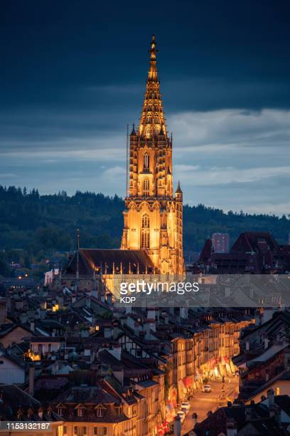 the cathedral of bern, berner münster, illuminating of church, switzerland - antwerpen stad stockfoto's en -beelden