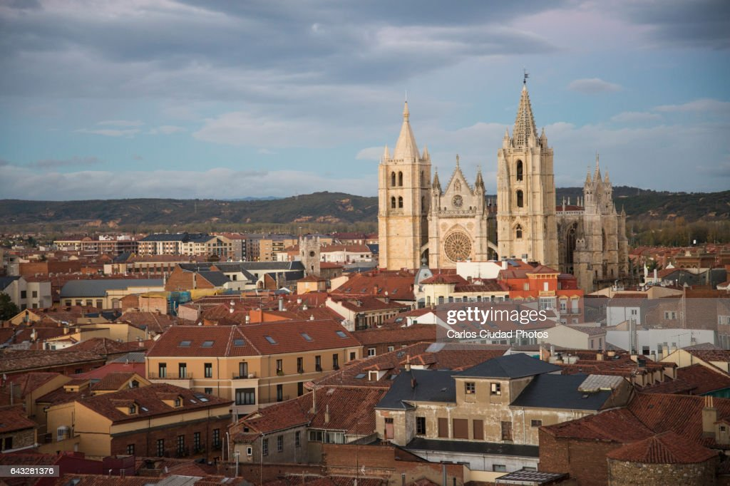 The cathedral of Leon from the distance, Castilla and Leon, Spain : Stock Photo