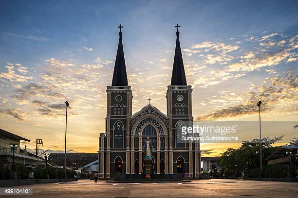 CONTENT] The Catholic Church on Chanthanimit Road on the river bank is the largest Catholic edifice in Thailand Built in 1909 it is of Gothic...