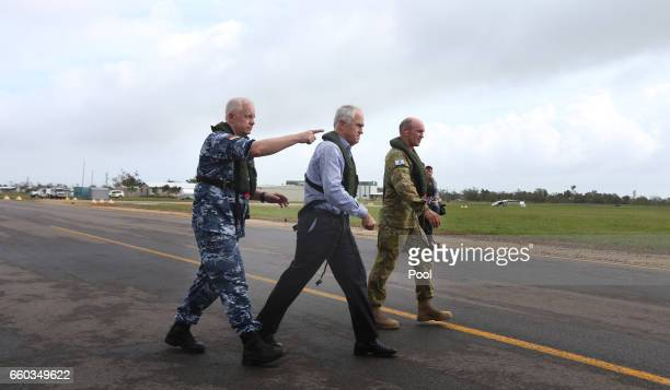 The CDF Air Chief Marshal Mark Binskin Australian Prime Minister Malcolm Turnbull Brigadier Chis Field and Opposition Leader Bill Shorten visit a...