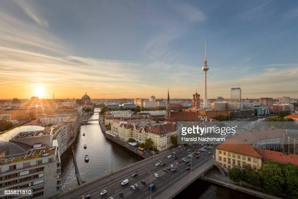 the center of berlin - berlin stock pictures, royalty-free photos & images