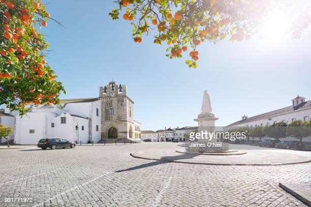 the central square with the cathedral of saint mary in faro, algarve, portugal - distrito de faro portugal imagens e fotografias de stock