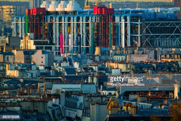the centre georges pompidou, paris, france - centre georges pompidou stock pictures, royalty-free photos & images