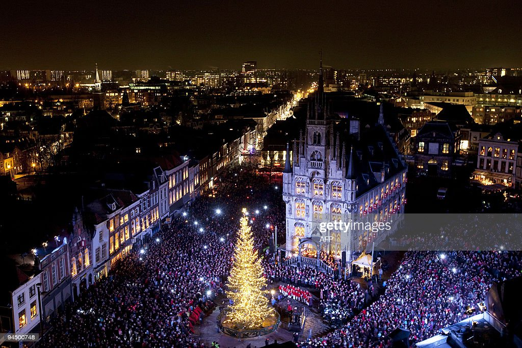 The centre of the Dutch city of Gouda is lit by many candles during the 54th edition of candlenight on December 15, 2009. Every year, Kaarsjesavond (night of candles) is celebrated on the second Tuesday of December at the Gouda market place and around the City HALL. The Gouda Christmas tree is lit with 10,000 LED lamps, consuming a total of 800 W, instead of the previously 5,300. AFP PHOTO / ANP - VALERIE KUYPERS = netherlands out - belgium out