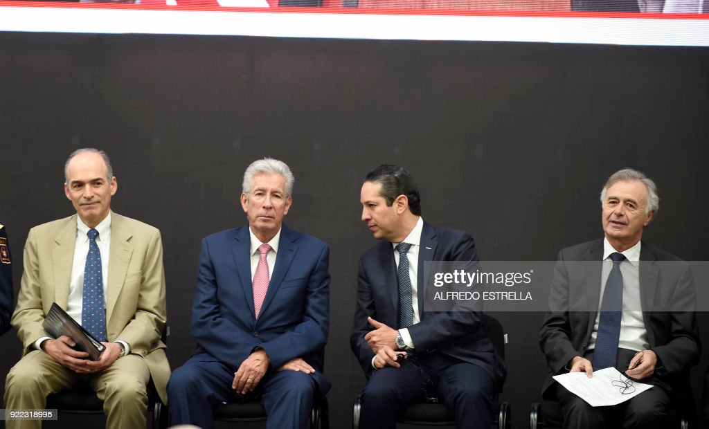 The CEO of US-based Albany International Corp, Joe Morone, Mexican Transport Minister Gerardo Ruiz, Queretaro Governor Francisco Dominguez, and the CEO of French aerospace supplier Safran, Philippe Petitcolin, participate in the inauguration of the new turbine construction plant built by Safran and Albany in Queretaro, Mexico on February 21, 2018. /