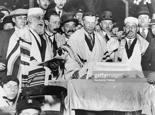 The Ceremony For Yom Kippur A Day Of Atonement In A Synagogue In London Around 1933 On The Right The Officiant Rings The Shofar To Announce The End...