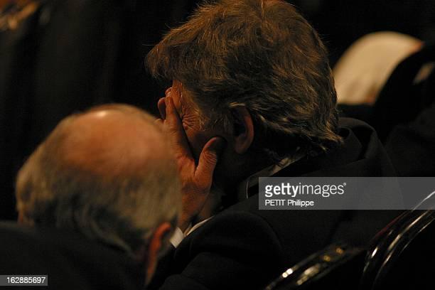 The Awards La 28ème cérémonie des CESAR 2003 au théâtre du Châtelet à PARIS Roman POLANSKI de troisquarts dos assis dans la salle le visage entre les...