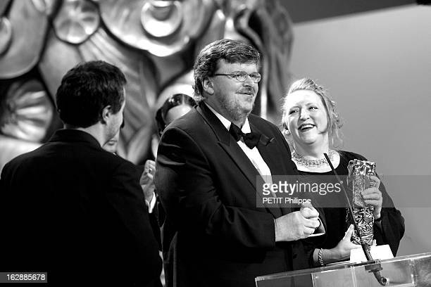 The Evening La 28ème cérémonie des CESAR 2003 au théâtre du Châtelet à PARIS Michael MOORE de troisquarts faisant un petit discours sur scène après...