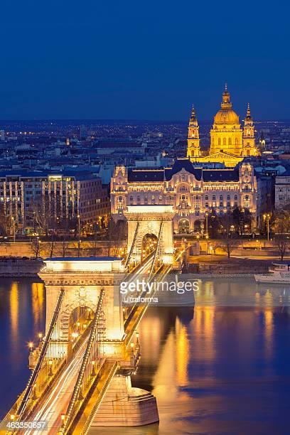 a ponte das correntes em budapeste - ponte széchenyi lánchíd - fotografias e filmes do acervo