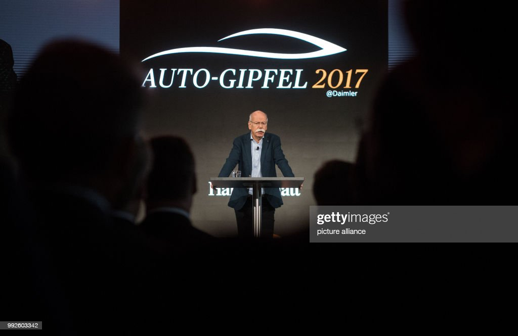 The chairman of the DaimlerAG, Dieter Zetsche can be seen during his speech at the automotive sector conference 'Handelsblatt Automotive Summit' in Sindelfingen, Germany, 25 October 2017. Photo: Marijan Murat/dpa