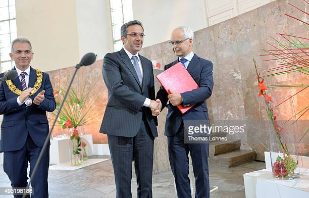 The chairman of the German Book Trade Association Heinrich Riethmueller awards Navid Kermani in the 'Paulskirche' with the 'Peace Prize of the German...