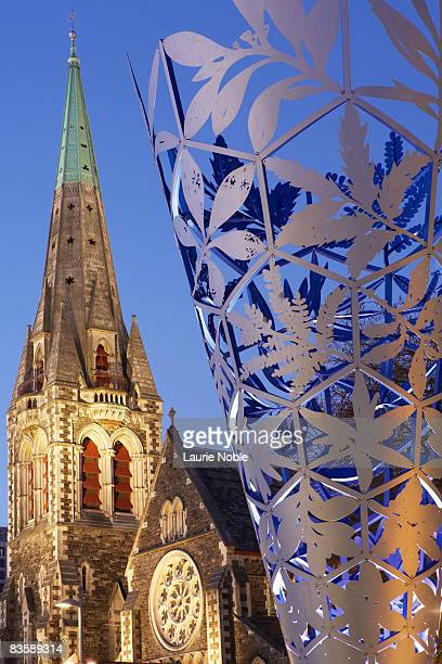 the chalice sculpture and christchurch cathedral. - christchurch new zealand stock pictures, royalty-free photos & images