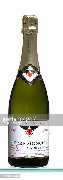 154 Bouteille De Champagne Photos And Premium High Res Pictures Getty Images