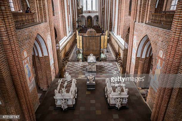 the chancel of roskilde cathedral - roskilde fjord stock pictures, royalty-free photos & images