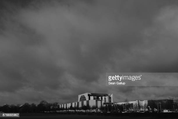 The Chancellery stands under clouds on November 20 2017 in Berlin Germany Preliminary coalition talks after over three weeks of arduous meetings fell...