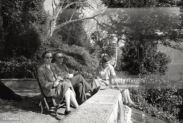 The chancellor Konrad Herman Josef Adenauer is on holiday by the Lake Como He is now sat down on a park bench while his daughters Lotte and Lisbeth...