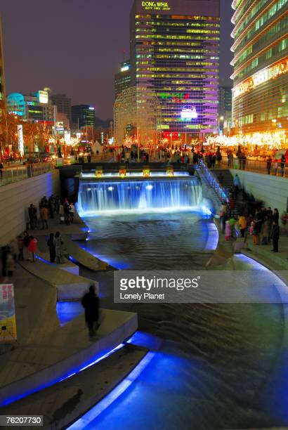 The Cheonggyecheon Stream draws crowds of locals out in early evening, Seoul, South Korea, North-East Asia