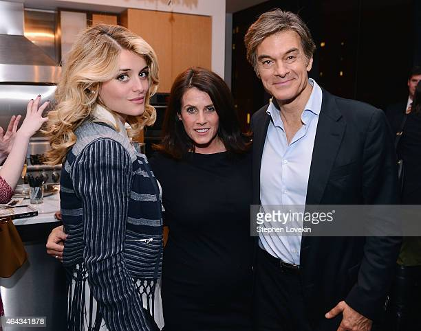 The Chew cohost Daphne Oz Dr Oz Show cohost/producer Lisa Oz and Dr Oz Show host Dr Mehmet Oz attend the book launch party for Rich Bitch by Nicole...