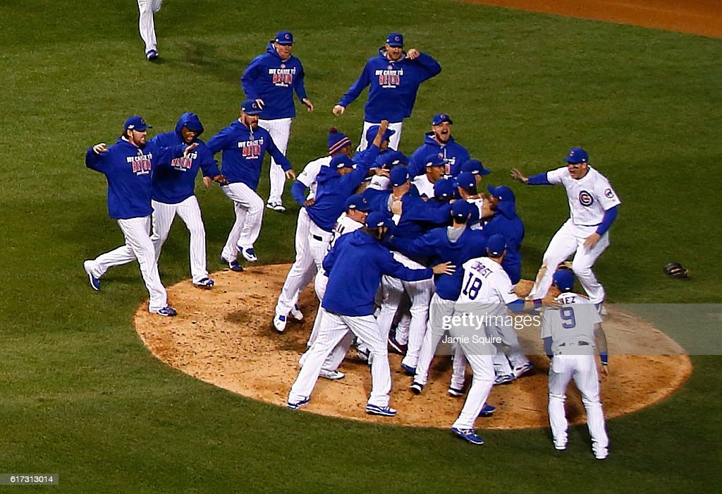 NLCS - Los Angeles Dodgers v Chicago Cubs - Game Six : News Photo