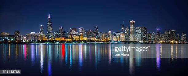 888 Chicago Skyline Lake Michigan Photos And Premium High Res Pictures Getty Images