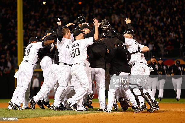 The Chicago White Sox celebrate their 1-0 win against the Minnesota Twins during the American League Central Division Tiebreaker game at U.S....