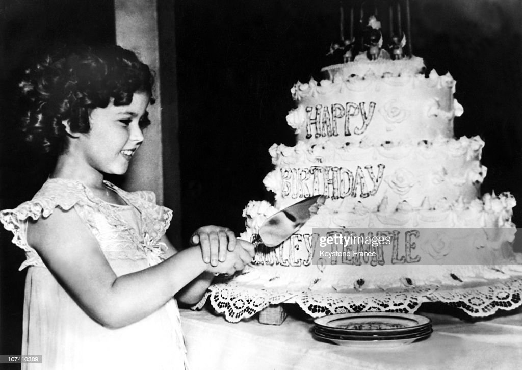 The Child Actress Shirley Temple Is Going To Cut Her Birthday Cake (809814) On January 20Th 1936.
