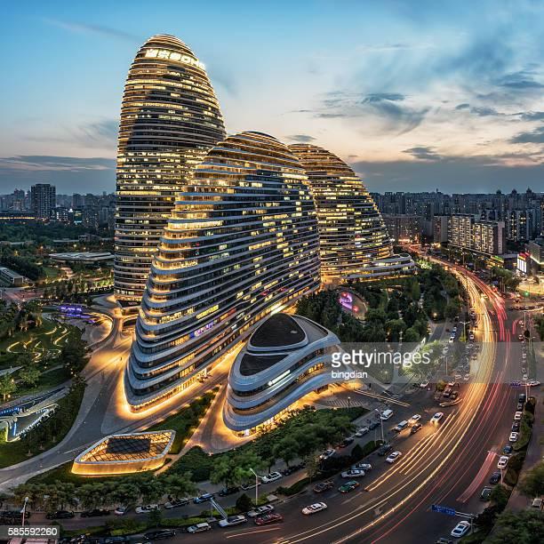 the chinese city and the famous landmark building, wangjing soho's night. - soho manhattan - fotografias e filmes do acervo
