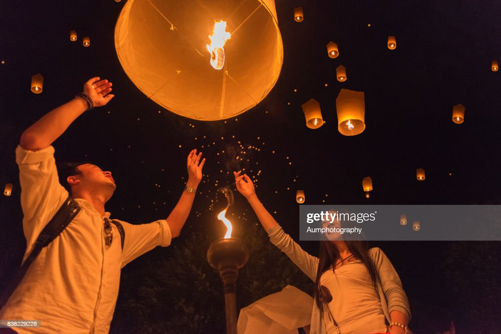 The Chinese foreign tourists  made lantern in Yi peng Festival, Chiangmai, Thailand. : Stock Photo