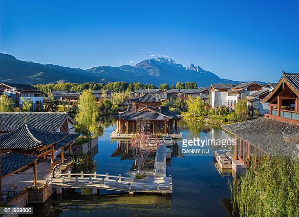the chinese style garden in li jiang, yunnan provice - yunnan province stock pictures, royalty-free photos & images