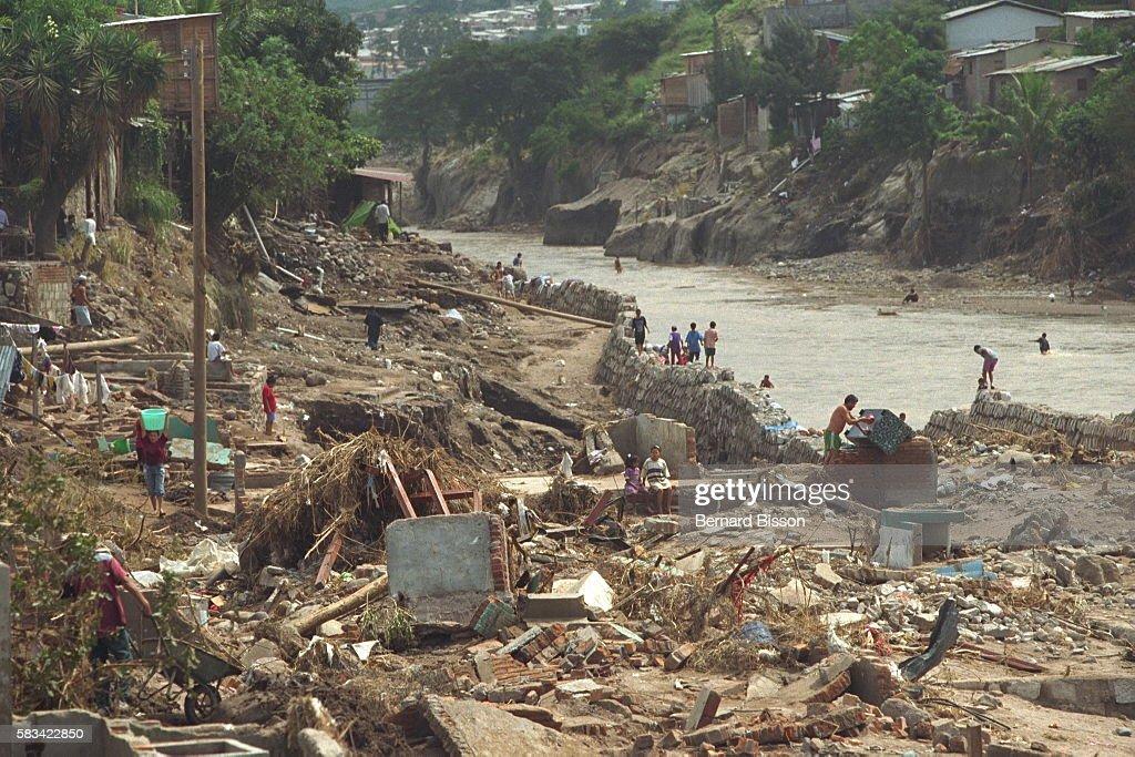 Effects of Hurricane Mitch in Honduras : News Photo