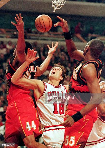 The choreography was good but the shot of Chicago Bulls' Toni Kukoc was off between Atlanta Hawks' Alan Henderson and Dikembe Mutombo during first...