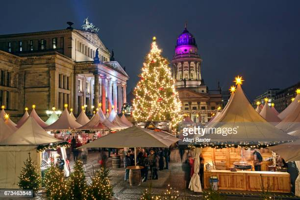 the christmas market at gendarmenmarkt in berlin - gendarmenmarkt stock pictures, royalty-free photos & images