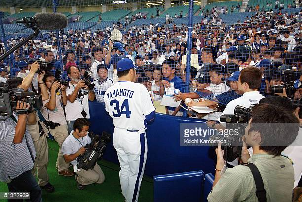The Chunichi Dragons player Masa Yamamoto meets fans at Nagoya Dome, on September 19, 2004 in Nagoya, Japan.The Chunichi Dragons and the Yomiuri...