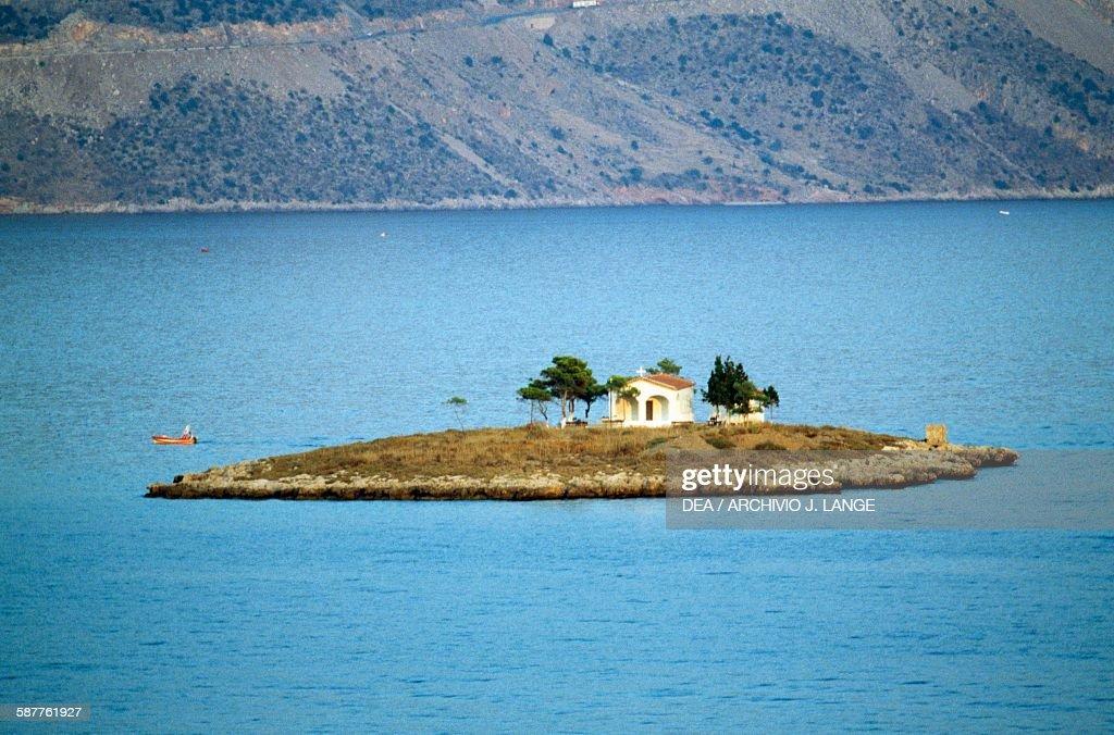 The church of Agios Konstantinos, Gulf of Itea : News Photo