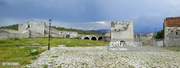 the citadel and castle of berat (unesco world heritage site), albania - frans sellies stockfoto's en -beelden