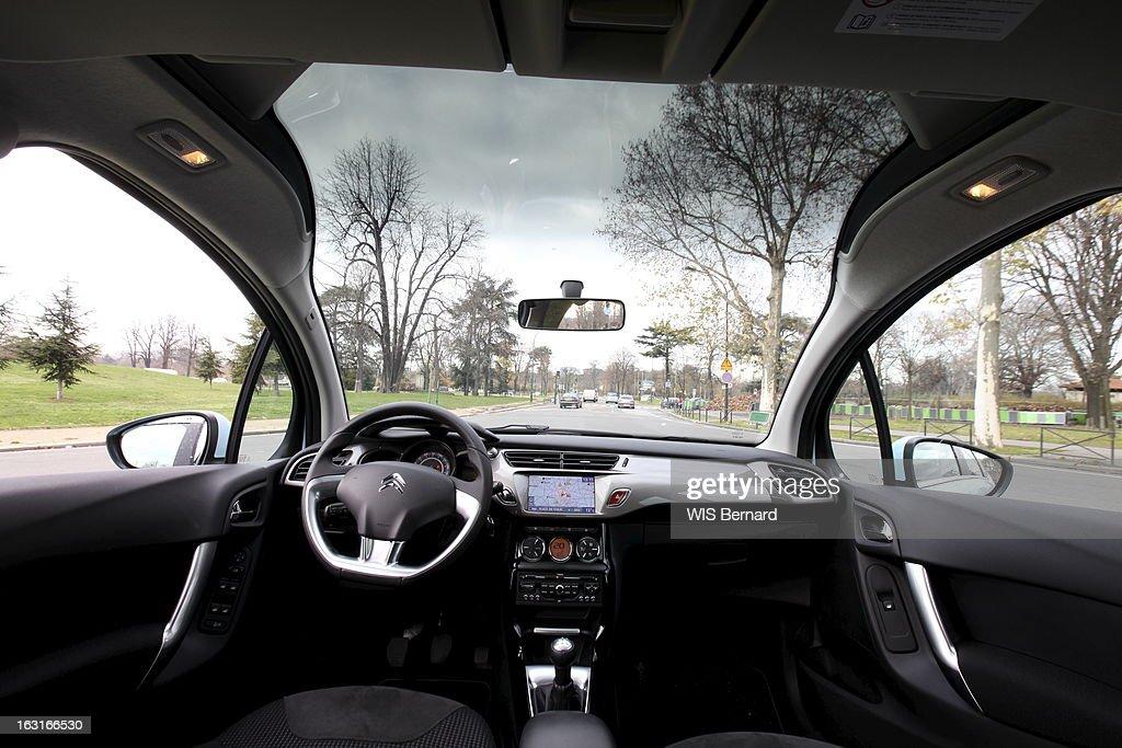 The Citroen C3. L\'intérieur avant et le tableau de bord de la ...