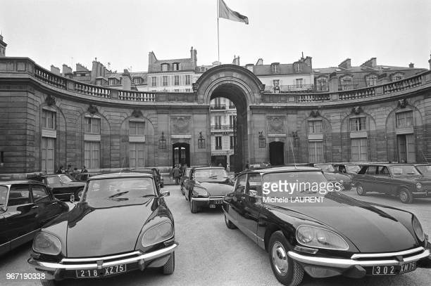 The Citroen DS the DS was adopted as the official car for the French government for a number of uses as police cars as ambulances and even as...