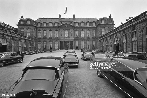 The Citroen DS the DS was adopted as the official car for the French government for a number of uses ¿ as police cars as ambulances and even as...