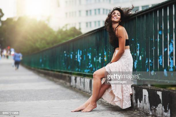 the city brings out so much life in me - beautiful woman stock pictures, royalty-free photos & images
