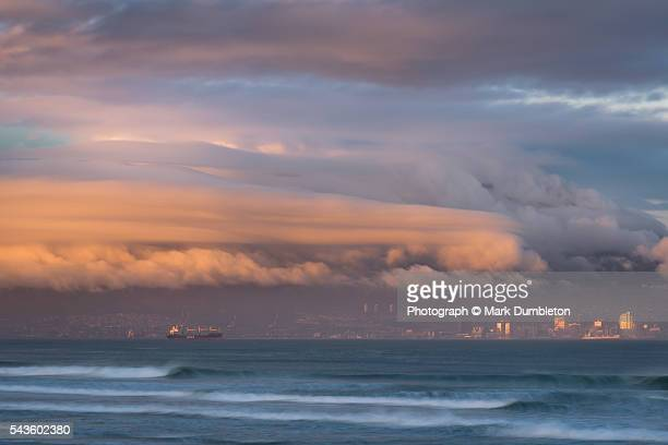 the city of cape town in south africa covered in heavy cloud at sunrise. - cold_front stock pictures, royalty-free photos & images