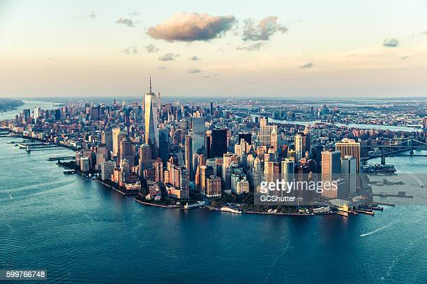 the city of dreams, new york city's skyline at twilight - orizzonte urbano foto e immagini stock