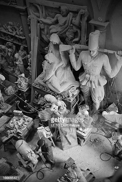 The City Of Florence Italy Italie Florence juin 1967 un parcours culturel dans la ville et des scènes de la vie quotidienne Ici dans un atelier de...