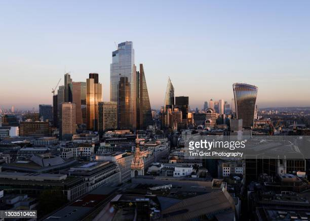 the city of london financial district - economic stimulus stock pictures, royalty-free photos & images