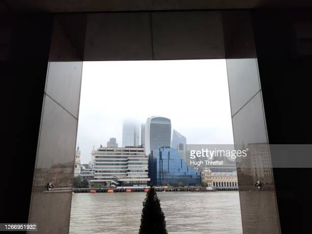 the city of london with river thames in the foreground. - hugh threlfall stock pictures, royalty-free photos & images