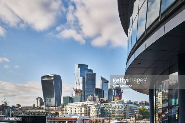 the city of londonfinancial centre  london england - politics and government stock pictures, royalty-free photos & images