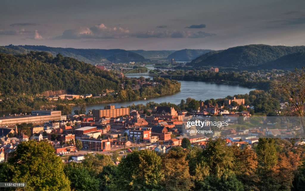 The City of Martins Ferry at Sunset : ストックフォト