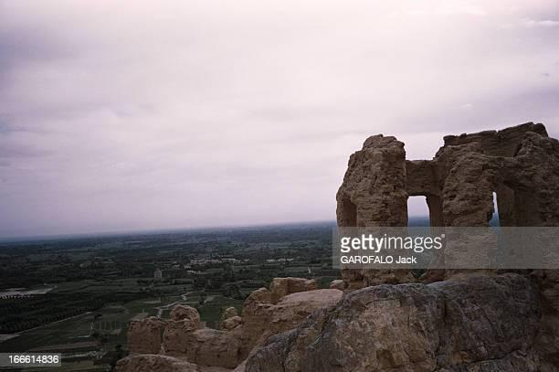 The City Of Persepolis In Iran En Iran une plaine vue en plongée depuis un édifice en ruine