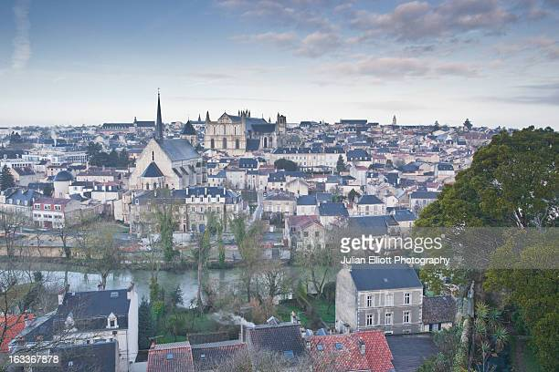 the city of poitiers under dawn skies. - ポワティエ ストックフォトと画像